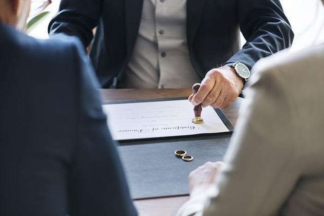 Wystąpienie o rozwód – gdzie szukać pomocy?