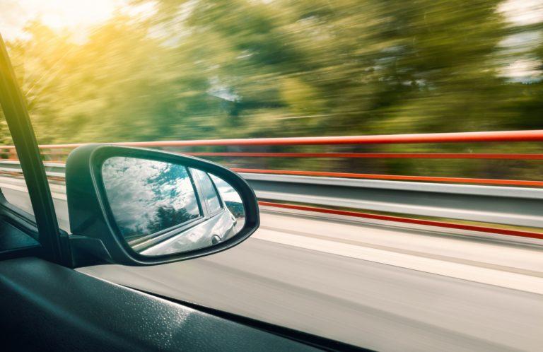 Pozbądź się uporczywych zabrudzeń z powierzchni auta