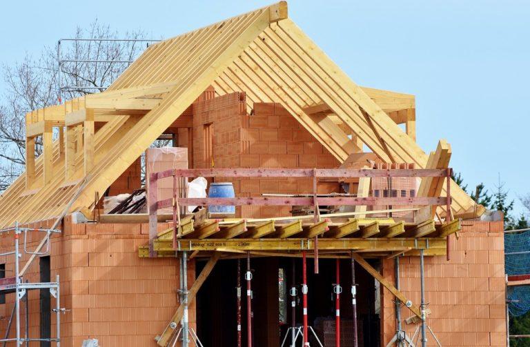 Styropapa i kliny spadkowe – hydroizolacja dachów płaskich