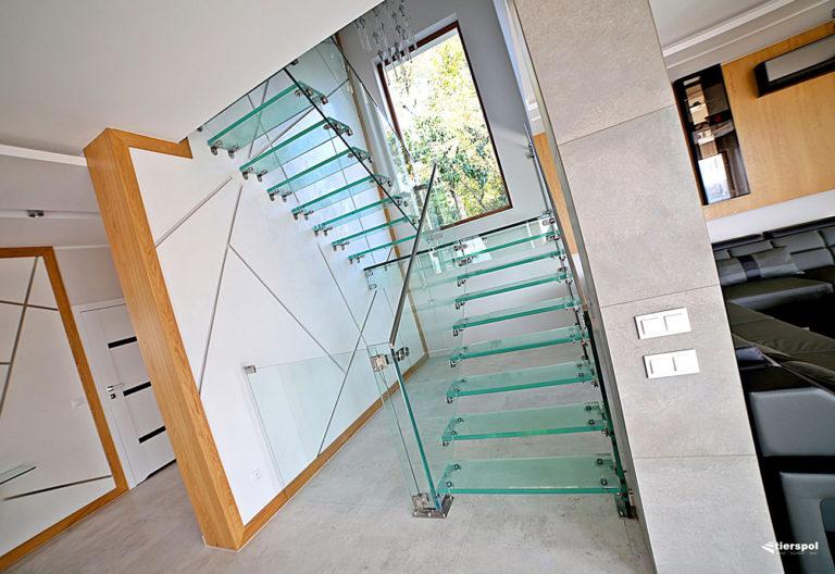 Balustrady z metalu na klatki schodowe i balkony
